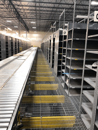 Shleves with conveyor